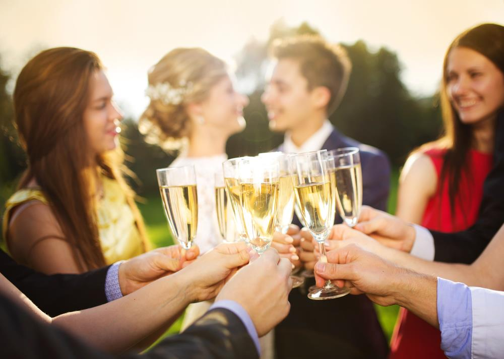 5 Tips to Writing the Best Wedding Toast