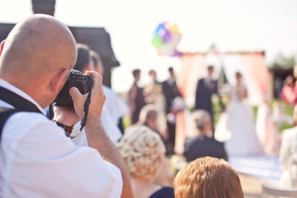 Tips for Taking Summer Wedding Photos