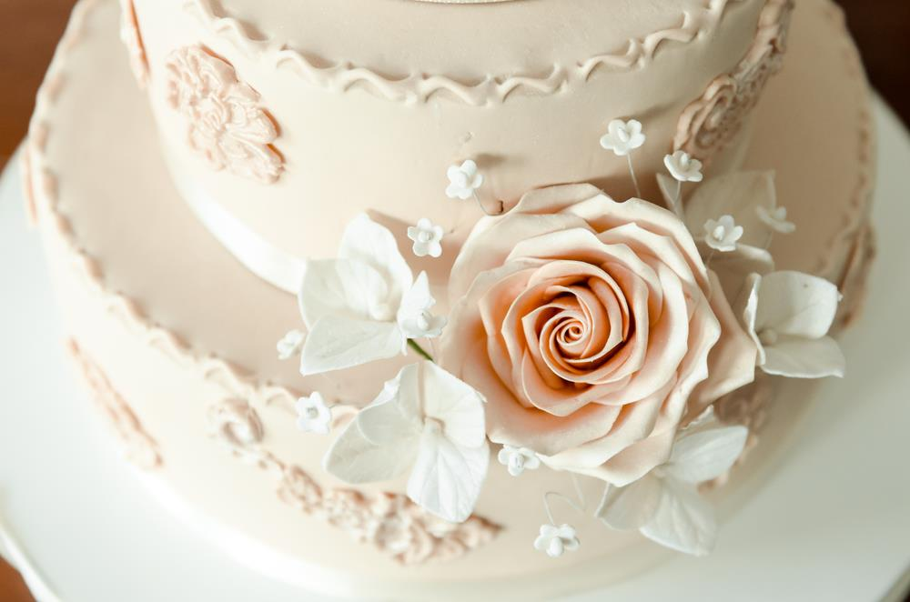 9 Popular Wedding Cake Flavors