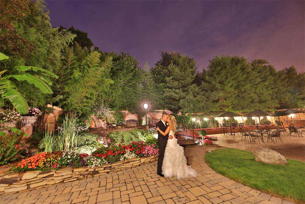 Outdoor wedding space in NJ wedding venue - il Tulipano Piazza
