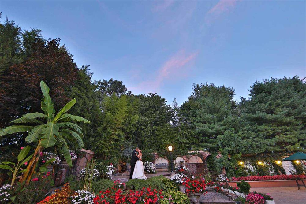 A beautiful outdoor Piazza in Northern NJ wedding venue - il Tulipano
