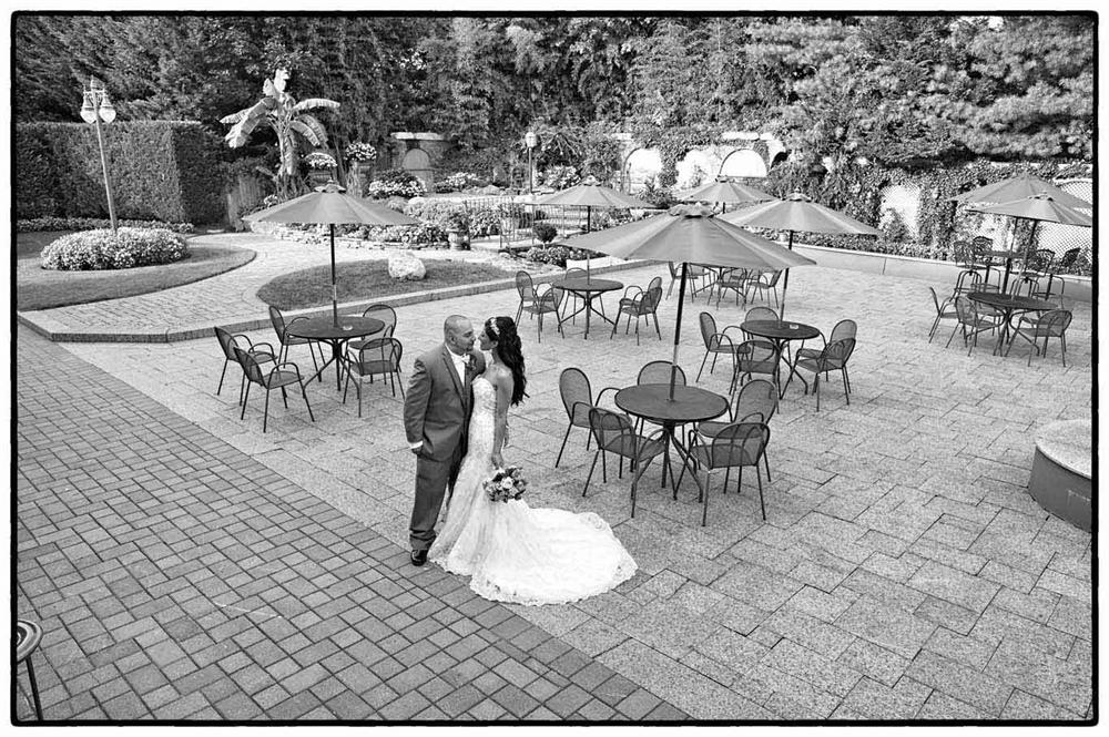 Black and white photo of an outdoor wedding venue in NJ - il Tulipano Piazza