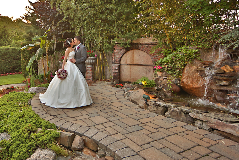 Wedding photo in an intimate outdoor wedding venue in NJ - il Tulipano Piazza
